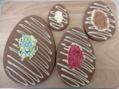 Decorated Easter Egg shaped Plaques Inclusions